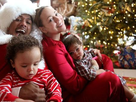 mariah-carey-family-christmas-photo