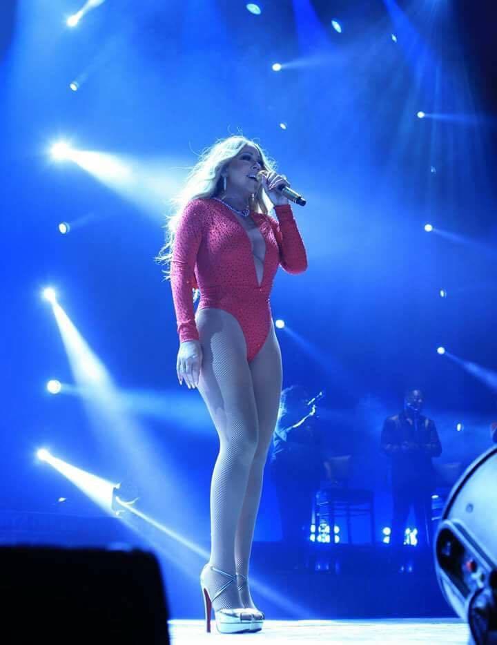 Mariah Carey durante a performance de Emotions na noite de ontem.